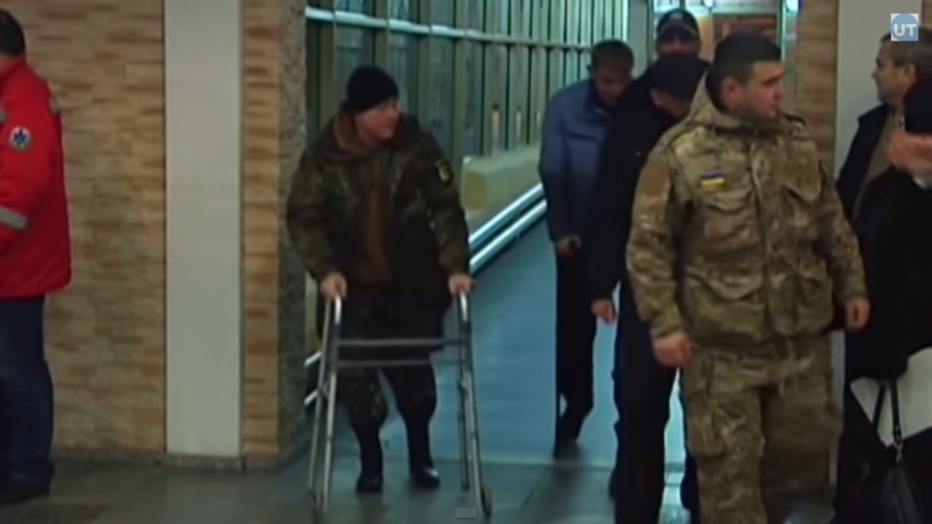 Wounded Ukraine soldiers arrive in Latvia for treatment (video)