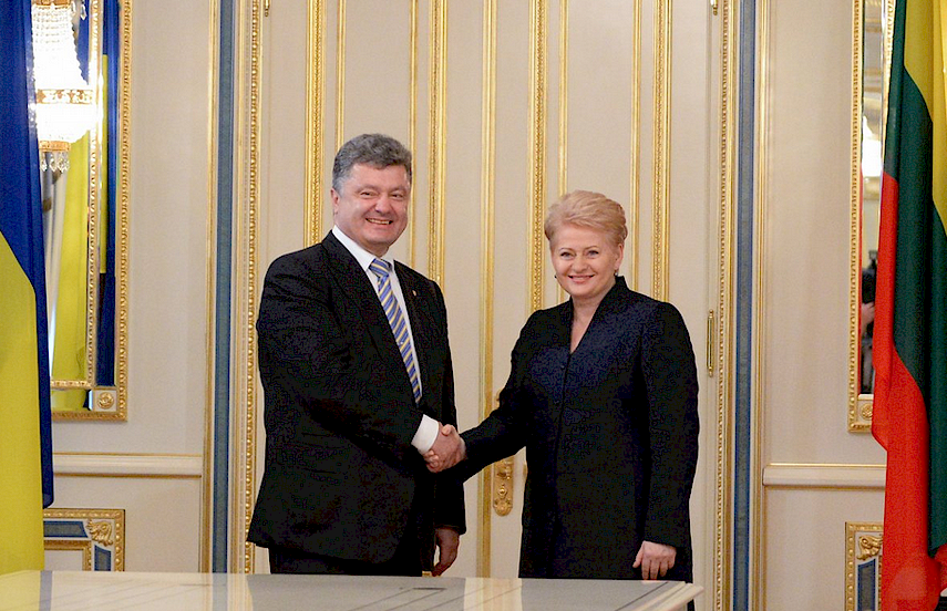 SHOW OF SOLIDARITY: Lithuanian President Grybauskaite with her Ukrainian counterpart, Petro Poroshenko.