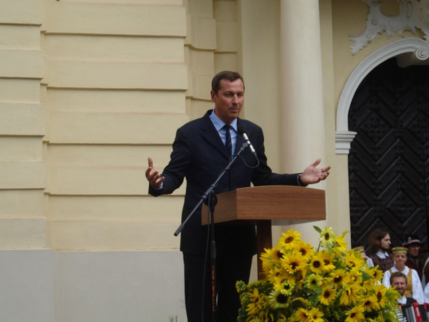 Current mayor Arturas Zuokas speaking at VIlnius University [Image: Creative Commons]