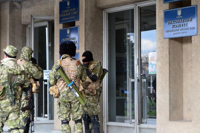 Pro-Russian insurgents in Slovyansk, eastern Ukraine [Image: Creative Commons]