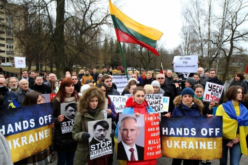 A pro-Ukraine rally outside the Russian Embassy in Vilnius [Image: bnn.lv]