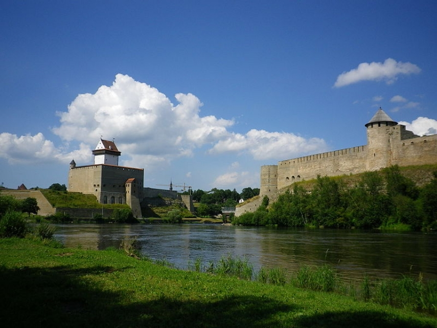 STANDING OFF: The Estonian-Russian Border at Narva - Would the Russians ever cross the river and invade?