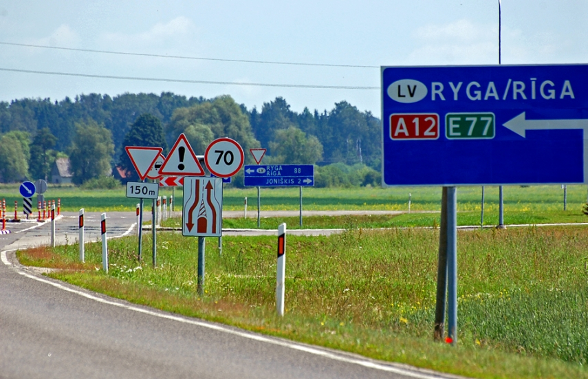 A Lithuanian road sign pointing the way to Latvia's capital [Image: Creative Commons]