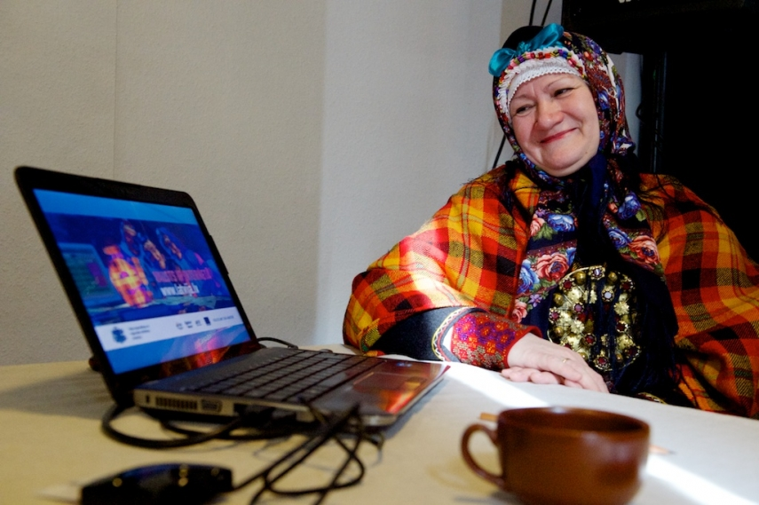A photo from a campaign to promote use of the Latvian government's e-service [Image: aluksne.lv]