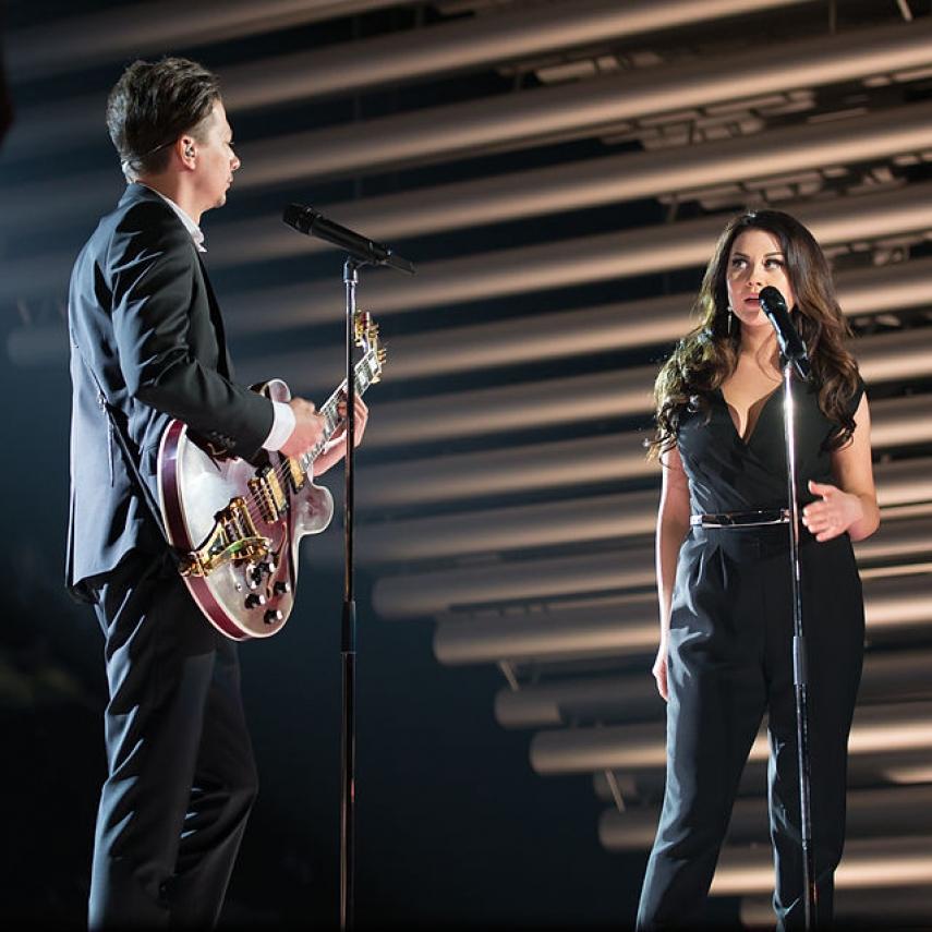 Elina Born and Stig Rasta performing their song