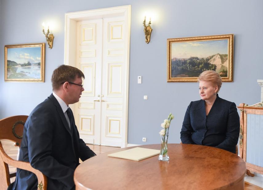 Marius Yanukonis (left) with Dalia Grybauskaite (right) [Image: lrp.lt]
