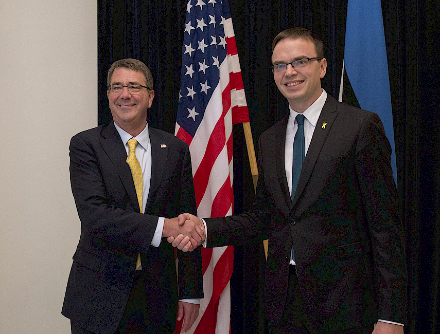 FIRM COMMITMENT: US Defense Secretary Ashton Carter shaking hands with Estonian Defense Minister Sven Mikser.