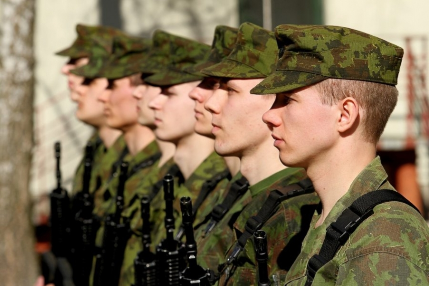 President Grybauskaite welcomed the first set of conscripts to the army [Image: DELFI.lt]