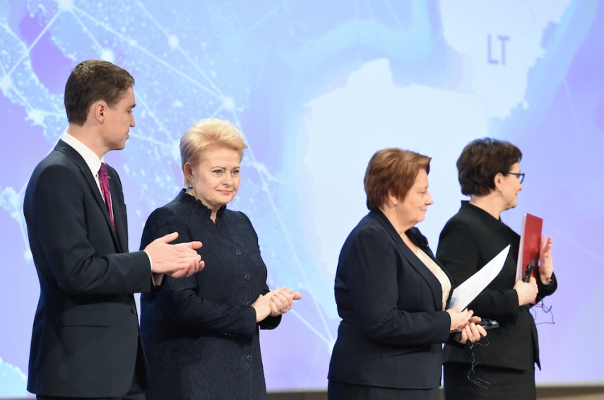 Estonian P.M. Roivas (left), President Grybauskaite (centre), Latvian P.M. Straujuma (near right), P.M. Kopacz (far-right) [Image: LRP.lt/Robertas Dačkus]