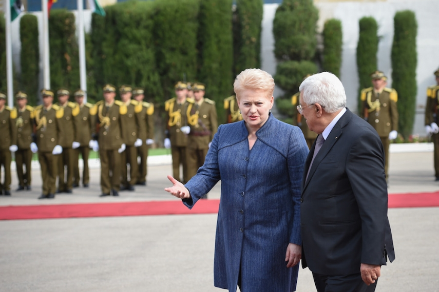 Grybauskaite (left) with Palestinian counterpart Mahmoud Abbas (right) [Image LRP.lt/Robertas Dačkus]