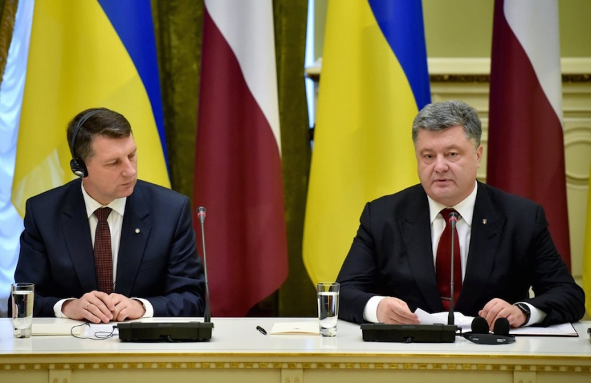 Vejonis (left) with Poroshenko (right) [Image: TSN.ua]