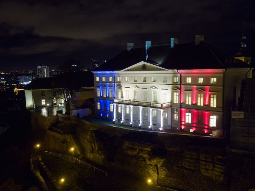 Stenbock house in the colours of the French tricolour [Image: Helin V]