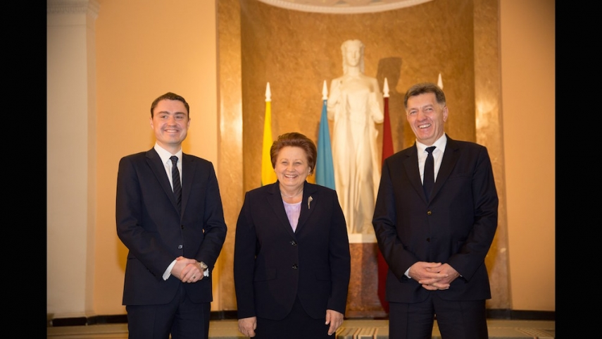 The Prime Ministers of Estonia (left), Latvia (centre), and Lithuania (right) [Image: err.ee]embers of the Lithuanian Army [http://kariuomene.kam.lt]