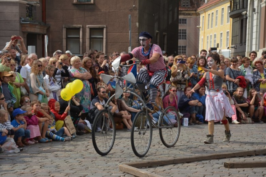 Riga City Festival fills Riga for three days with a festive atmosphere, live music, and plenty of surprises.