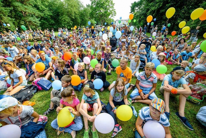 Some 600 children from socially vulnerable families from all over Lithuania swarmed Palanga in July.