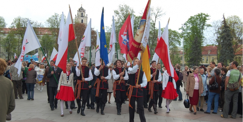 Polish minority in Lithuania marching in Vilnius, May 2008 [Marcin Bialek]