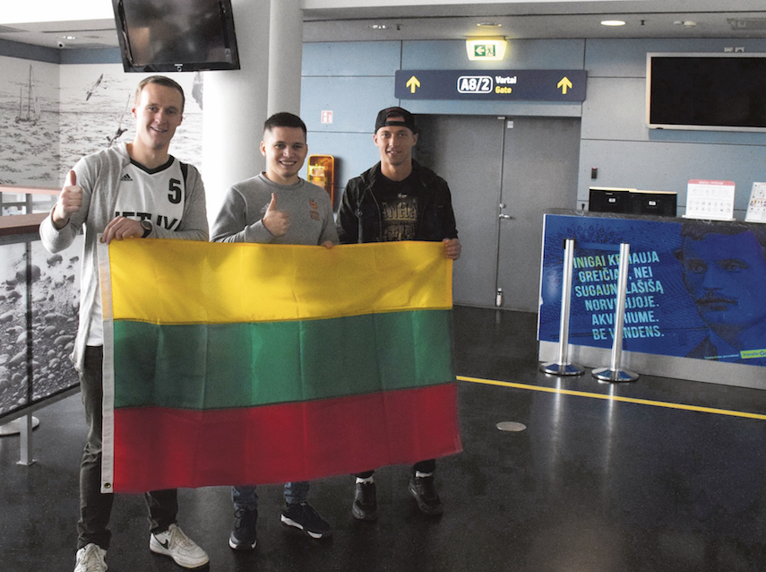 Next stop Zimbabwe! After a 15-hour flight coaches Lukas Danilevicius, Arturas Serzantas and Arminas Vareika will have an opportunity to learn more about Zimbabwe's culture and gain some hands-on experience from Hoops 4 Hoops