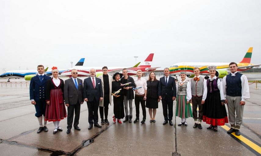 airBaltic honours the 30 th anniversary of Baltic Way with a special gift