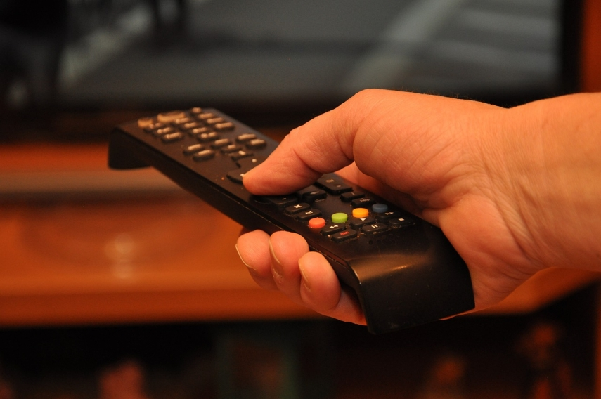 Saeima committee approves reducing share of Russian programs in TV channels available in Latvia