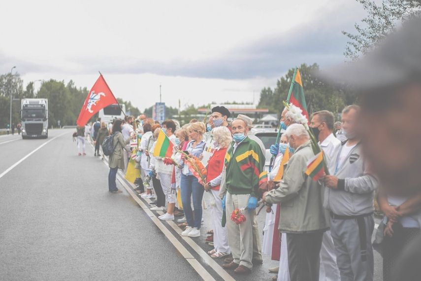 A 32-kilometre human chain from Vilnius to Belarusian border formed