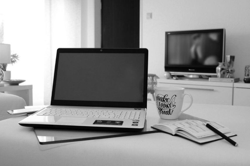 89 pct of employees want to continue partly working from home
