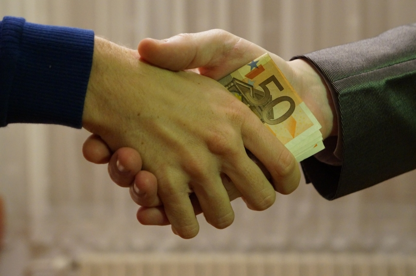 Each fifth resident and businessman of Latvia gave bribes during past two years - survey