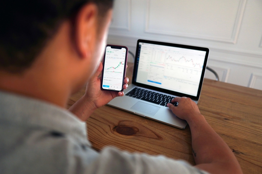 Which is the best strategy to invest in forex?