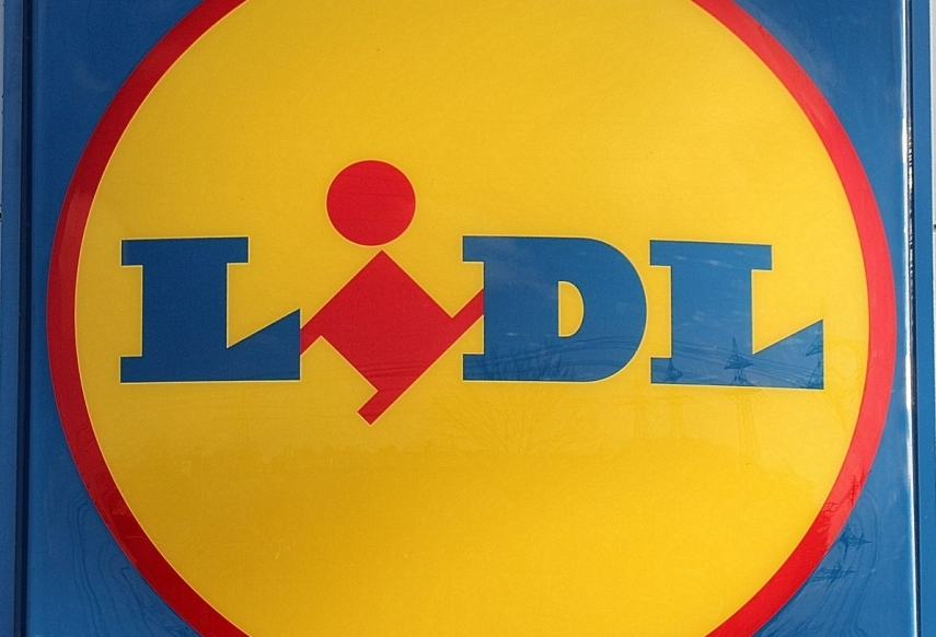 Long lines form at Lidl stores in Riga early in the morning