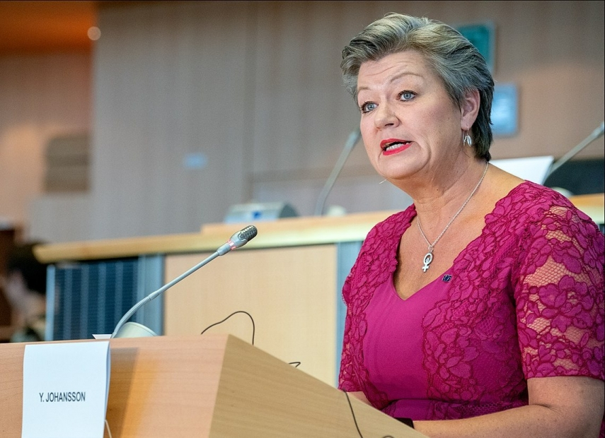 Most EU countries don't back funding for border barriers – commissioner - BNS INTERVIEW